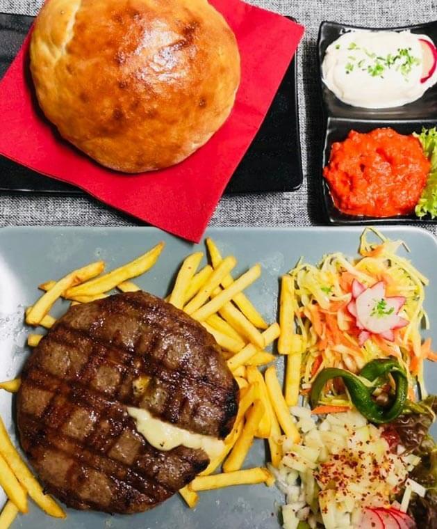 Grill House BlayWatch in München bietet leckere Grillgerichte